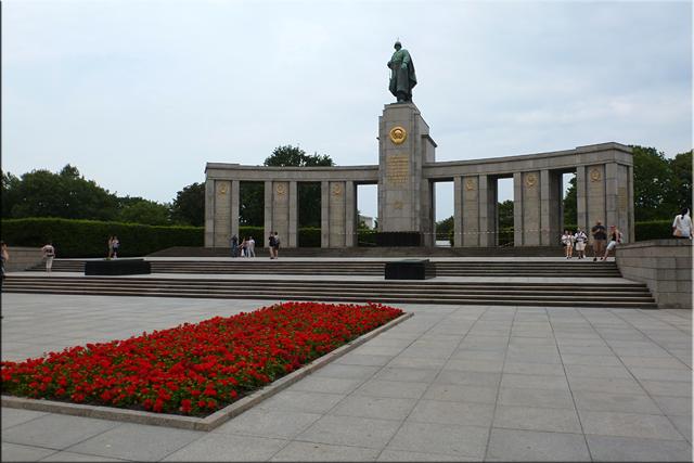 Memorial de guerra Soviético  (Sowjetische Ehrenmal) en Tiergarten  - Berlín'15
