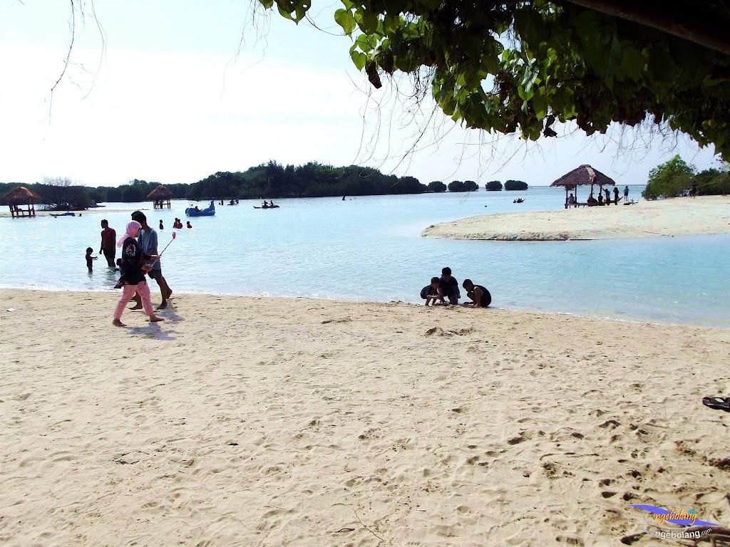 family trip pulau pari 090716 Fuji 092