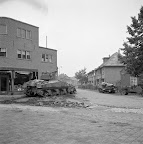 Vehicles of the GAD taking positions on a crossroad at Aalst. Date: September 18, 1944. Photographer: Willem van de Poll. Source: Dutch National Archive