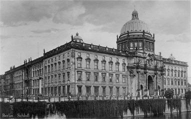 800px-Berlin_Stadtschloss_1920er