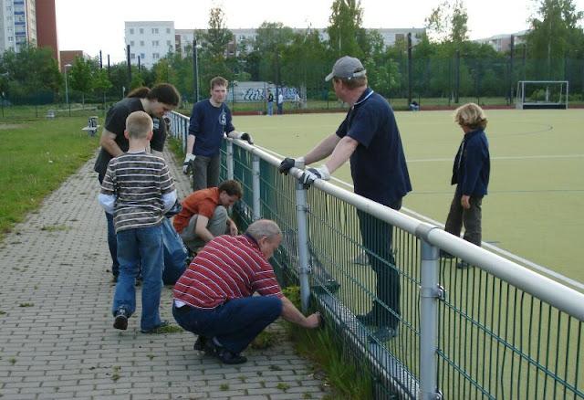 Feld 2009/10 - Arbeitseinsatz Kunstrasen - DSC07861.jpg