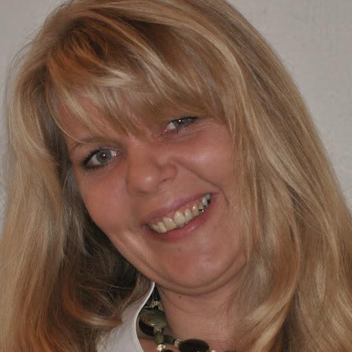Lindsay Van Der Merwe: Cornelia Dunkel Peoplecheck.de