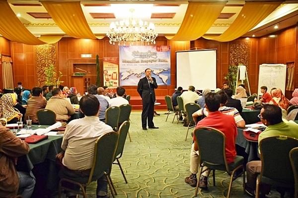 Dato' Wira Lois menyampaikan visi dan misi Public Gold