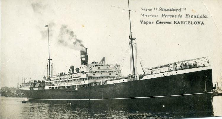 El carguero mixto BARCELONA en el puerto homonimo. Ca. 1910. Postal. Colección Jaume Cifre Sanchez.jpg