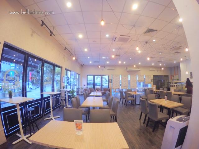 scrummy cafe & restoran