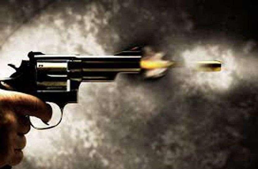 भोजपुर में दिनदहाड़े हथियारबंद अपराधियों ने कपड़ा व्यवसाई समेत दो को मारी गोली,कपड़ा व्यवसाई की मौत