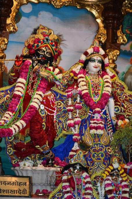 ISKCON Ujjain Deity Darshan 22 Dec 2015 (25)