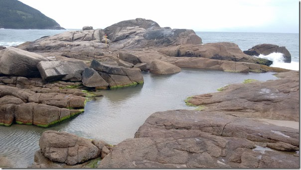 praia-da-ferrugem-piscinas-naturais-1