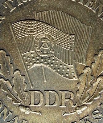 150h Medaille für treue Dienste in der Nationale Volksarmee für 10 Dienstjahre Punze 900 (5) www.ddrmedailles.nl