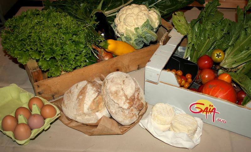 """Photos des légumes, pains et fromages reçus dans le panier de l'AMAP """"A MA Porte"""""""