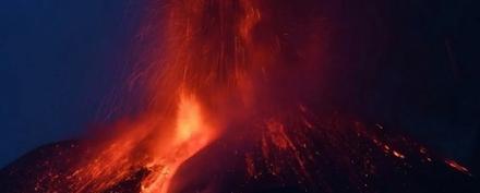 Αίτνα : ύστερα από 22 ημέρες ηρεμίας βρυχάται και πάλι - Στα 9 χιλιόμετρα το ύψος του καπνού