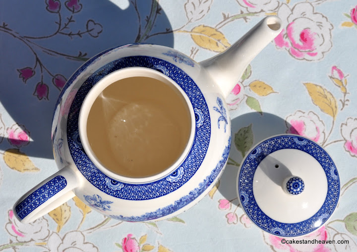 Wedgwood 2 Pint Blue and White Teapot