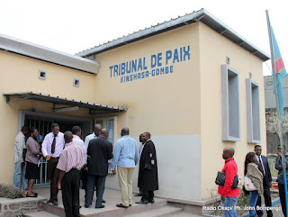 Tribunal de paix de la Gombe à Kinshasa, lors du procès de Koffi Olomide. Radio Okapi/ Ph. John Bompengo