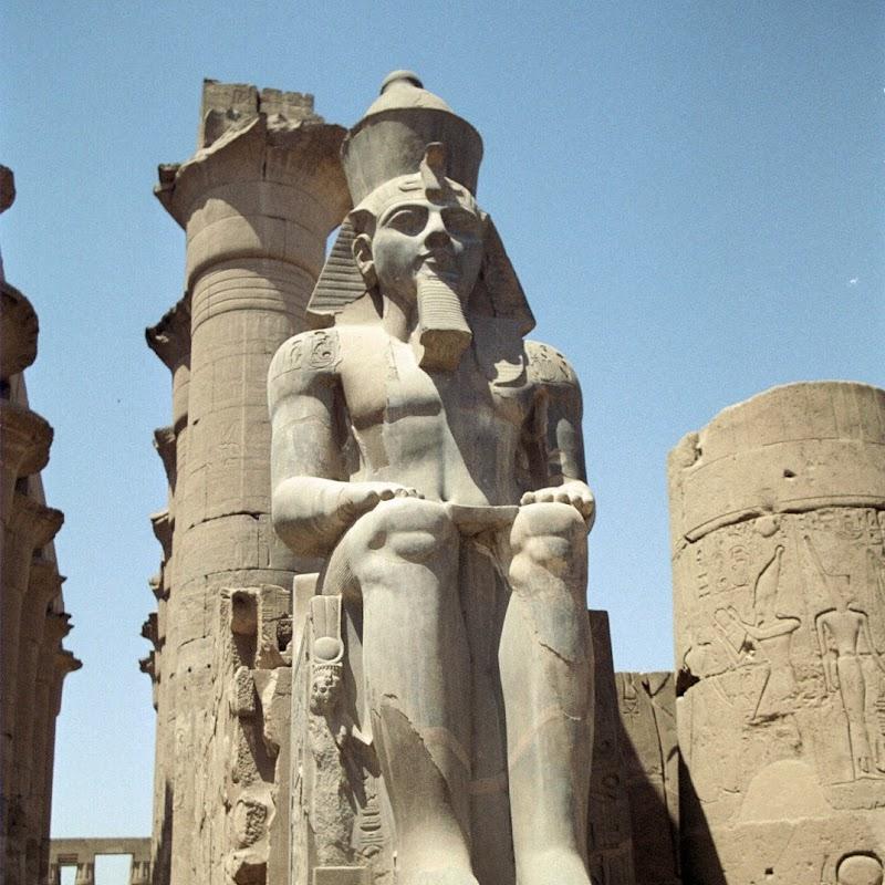 Luxor_12 Luxor Temple Statues.jpg