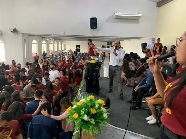 Pr. Dilson Alecrim, 67 adolescentes foram batizados no Espírito Santo em igreja  no Pará