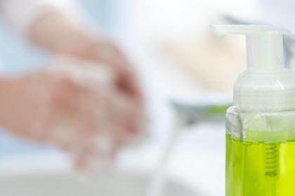Waspadai risiko seringnya menggunakan sabun antiseptik untuk mandi