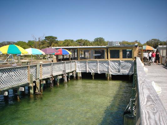 Dewey Destin's Seafood & Restaurant, 9 Calhoun Avenue, Destin, FL 32541, United States