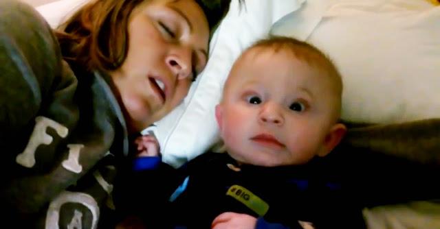 Bebé assustado com os roncos da mãe