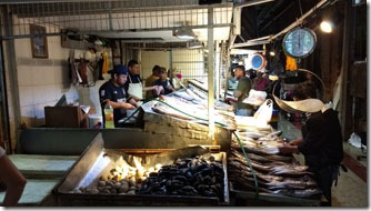 mercado-central-santiago-banca-peixes-2