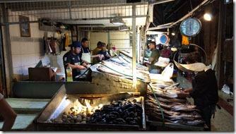 mercado-central-santiago-banca-peixes-2