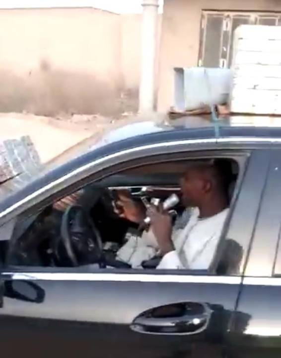 Please Don't kill yourself for Benz, See A Man Using Benz To Sell Agbo Jedi Jedi