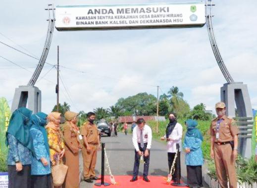 Andil Pembangunan, Bank Kalsel Bantu Gerbang Desa