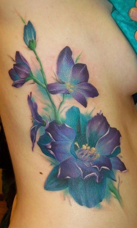 fantasia_flores_roxas_do_corpo_da_tatuagem