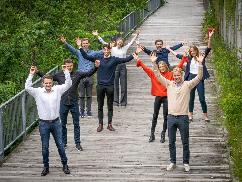 Visma summer interns 2020 outside the headquarter in Oslo