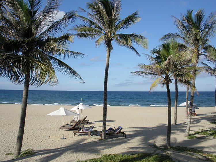 Bãi biển Mỹ Khê – 1 trong những bãi biển đẹp nhất Việt Nam