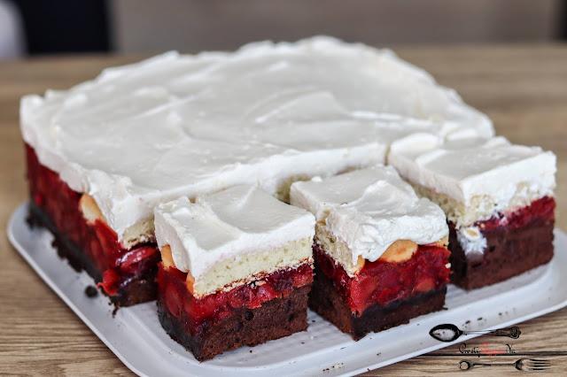 ciasta i desery, biszkopt kakaowy z 3 jaj, frużelina czereśniowa, ciasto z czereśniami,ciasto z kremem śmietanowym,ciasto z kremem i owocami, ciasto z frużeliną owocową, ciasto na biszkopcie