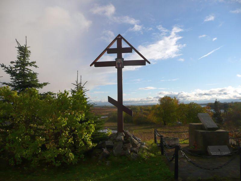 Мемориальный комплекс с крестом Чудово Цоколь резной из габбро-диабаза Углегорск