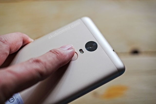 Sensor pengimbas jari