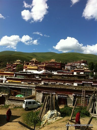 Massive religious gathering and enthronement of Dalai Lama's portrait in Lithang, Tibet. - l43.JPG
