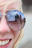 Isabells sunglasses mirroring the Berliner Dom (© 2010 Bernd Neeser)