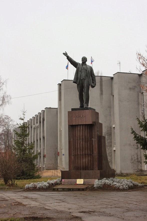 Нас встречал дедушка Ленин