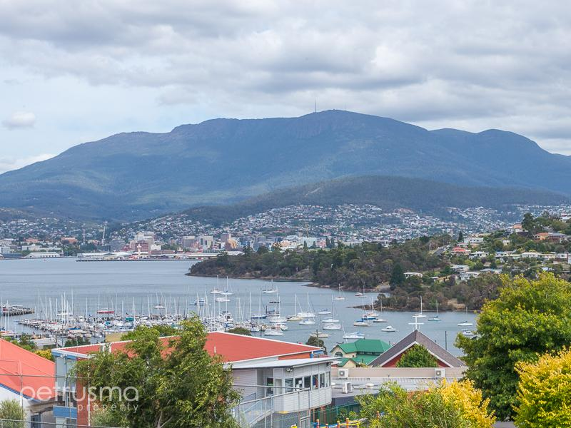 external image 9-view-street-bellerive-tas-7018-real-estate-photo-2-large-10037860.jpg