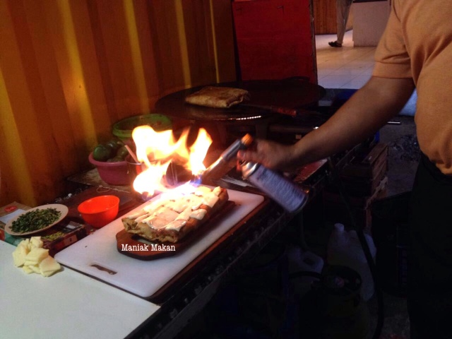 maniak-makan-martavak-bogor-proses-pembuatan-martabak-special-beef-mozarella