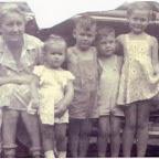 Daisy Rosamond Gleaves & her grandchildren (L to R) Teddie, Jerrill, Jimmie & Helen