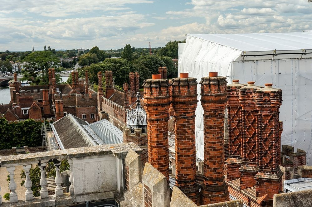 hampton-court-palace-chimneys-9
