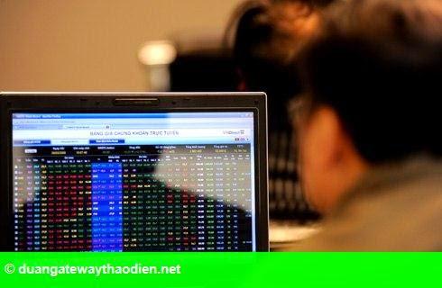 Hình 1: Cổ phiếu ngân hàng ồ ạt giảm sàn, Vn-Index mất gần 13 điểm