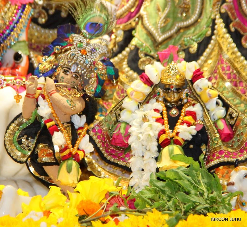 ISKCON Juhu Sringar Deity Darshan on 28th May 2016 (22)