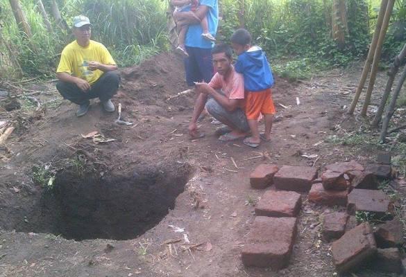 Diduga peninggalan majapahit, Warga Plosorejo Blitar Dikagetkan Dengan Penemuan Bangunan Dan Benda Purba