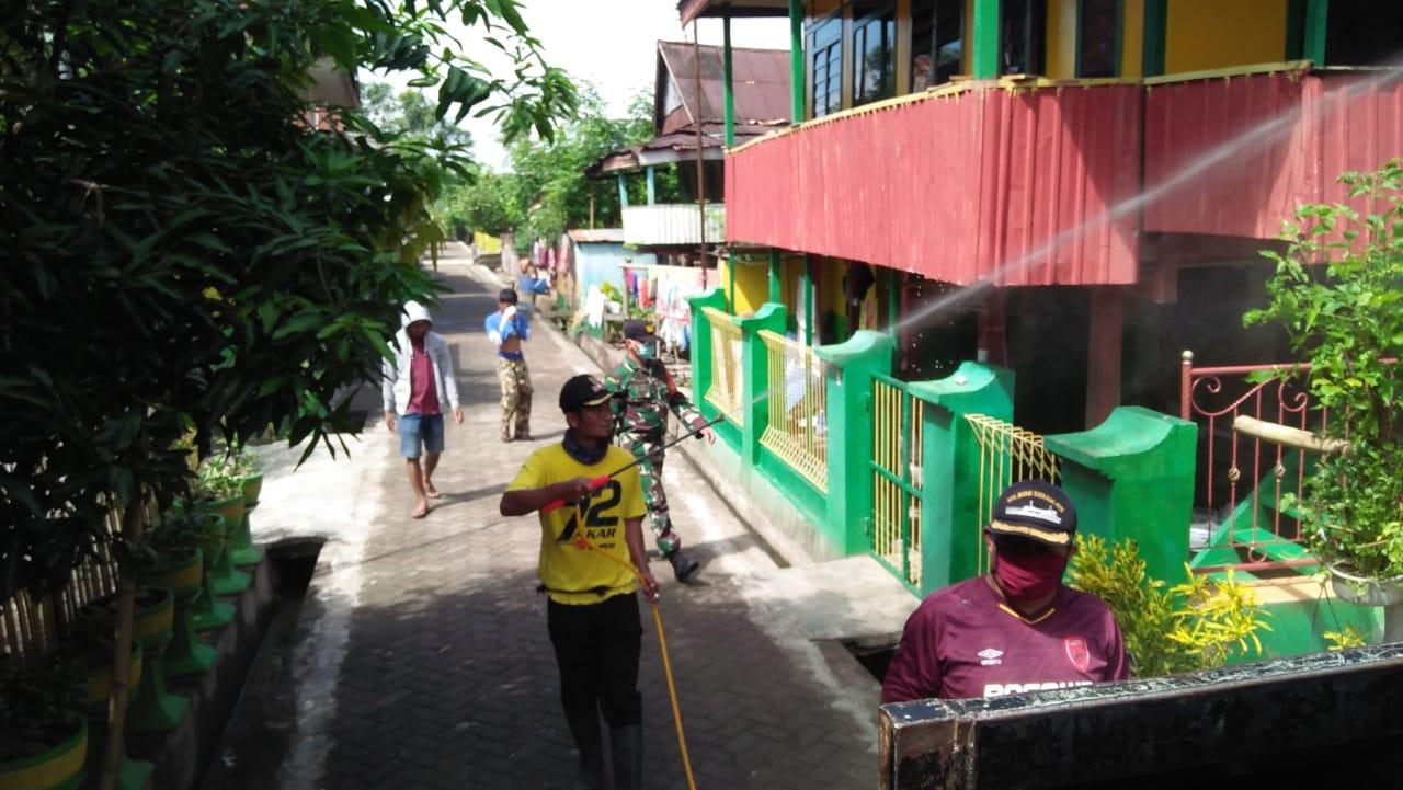 Sehari, Desa Ganra Rampung Melakukan Penyemprotan Desinfektan ke Rumah Warga