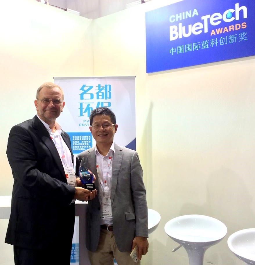"Jean-Louis ""JL"" Kindler poses with Stephen Jan, OriginClear Hong Kong, and the Blue Tech Award"
