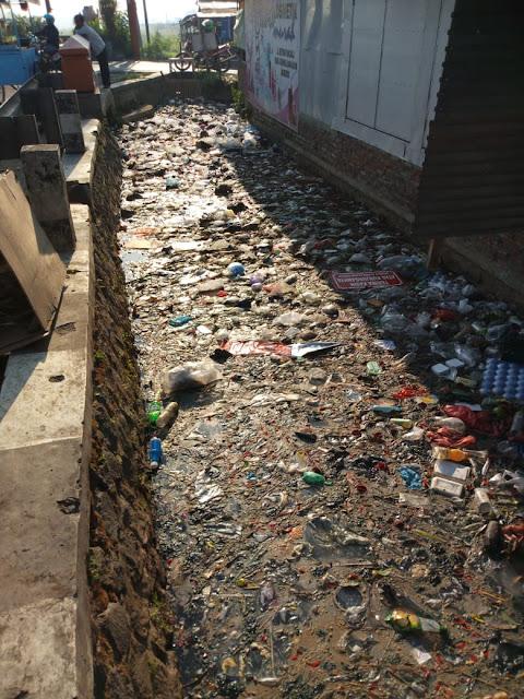 Sampah Menumpuk di Benpas Kota Mojokerto