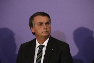 Bolsonaro continua ignorando a ciência e a proteção gerada pelos aparatos médicos