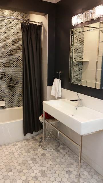 Bathrooms - 20150825_114633.jpg