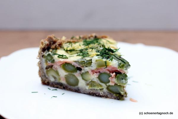 Quiche mit grünem Spargel und Räucherlachs