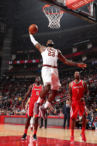 King James Debuts Red Wine Nike LeBron 15 vs Houston