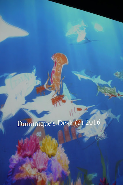 Tiger girl's squid in the aquarium swimming